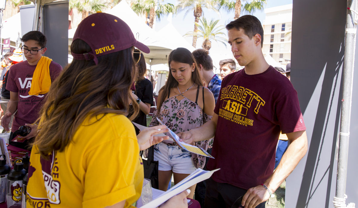 Students in a crowd getting some information at the fall student resources fair.
