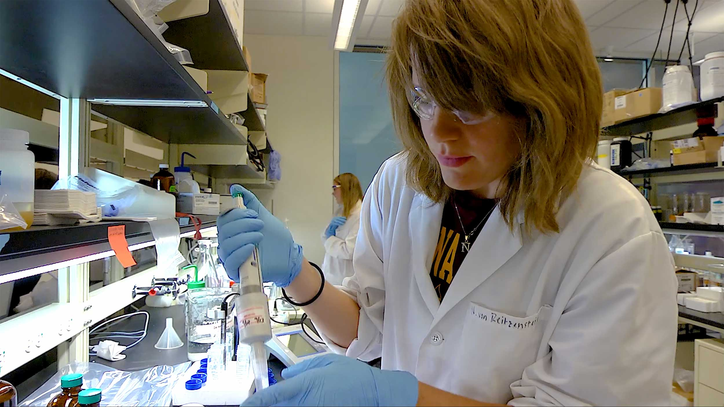 An environmental engineering student is working in a research lab