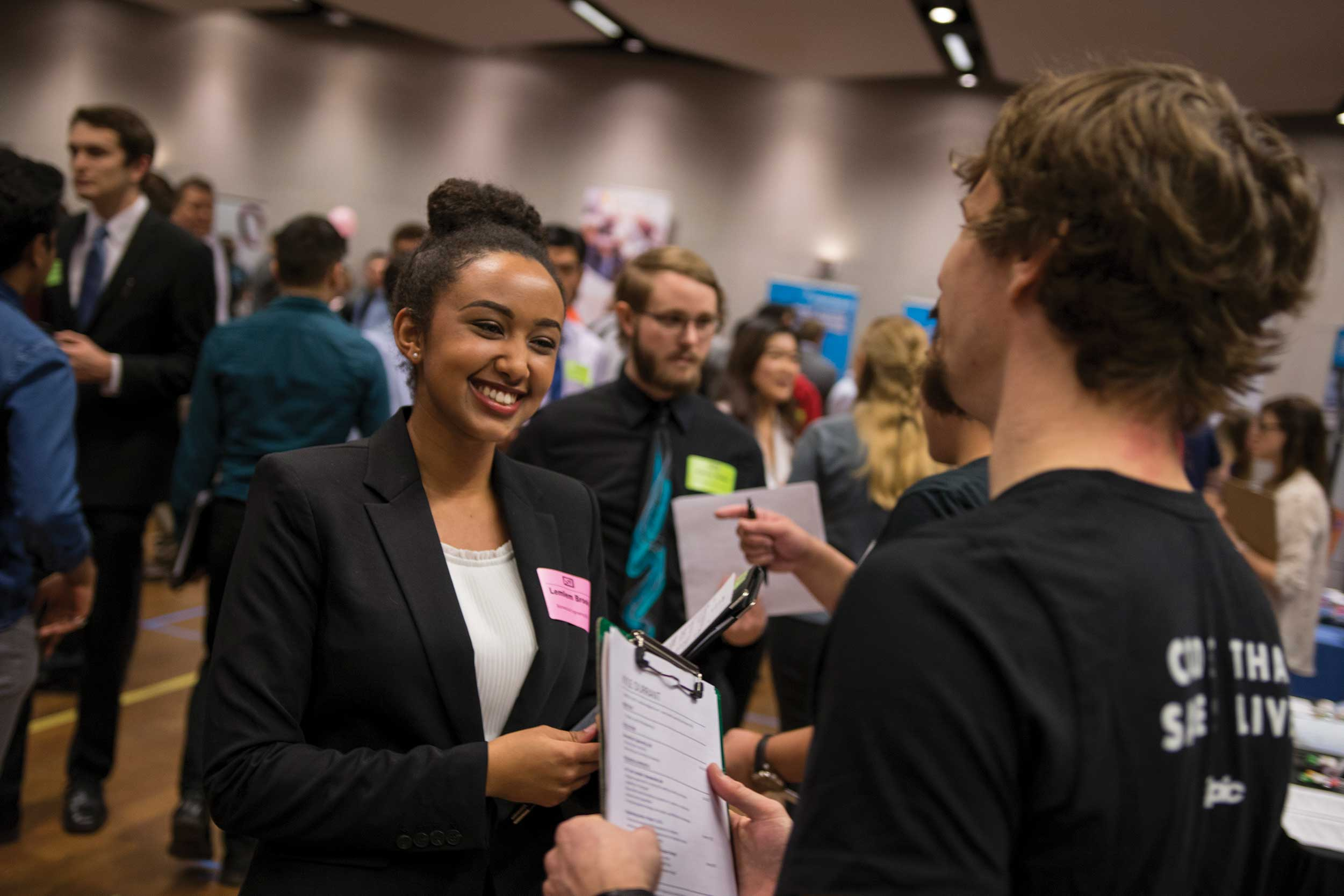 A female FSE student speaks to an employer at the Fulton Schools Career Fair